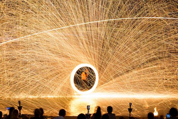 תמונת מופע אש במסיבת הפון מול - קופנגן